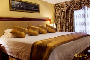A bed or beds in a room at Apart Hotel El Doral