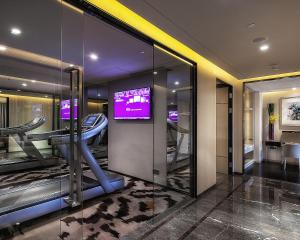 The fitness center and/or fitness facilities at Four Seasons Hotel Shenzhen