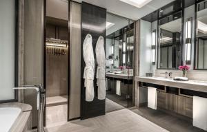حمام في فندق فورسيزونز كوالالمبور