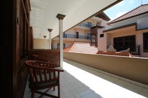 A balcony or terrace at Bungalow Kempu Taman Ayu I