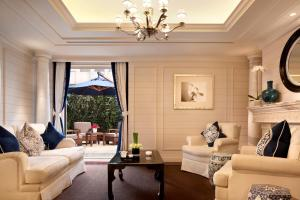 A seating area at The Peninsula Shanghai