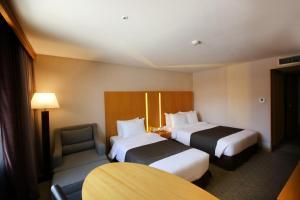 Postel nebo postele na pokoji v ubytování Ramada by Wyndham Songdo