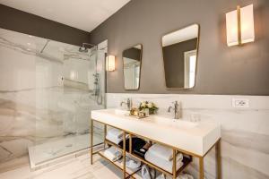 A bathroom at Eitch Borromini Palazzo Pamphilj