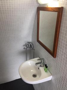 Salle de bains dans l'établissement Marcos Rooms