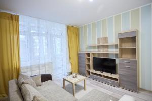 Телевизор и/или развлекательный центр в Apartments on Kaliningradskii prospect