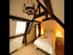 A bed or beds in a room at The Langley Arms Bed and Breakfast