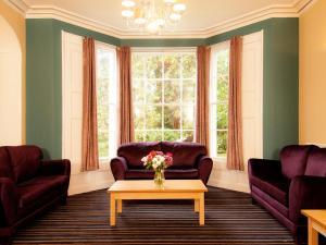 A seating area at YHA Stratford-Upon-Avon
