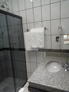 A bathroom at Rio Claro Plaza Hotel