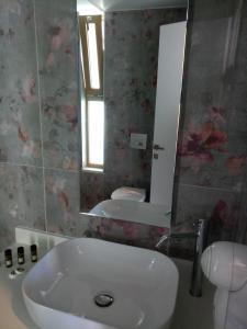 A bathroom at Meropi Hotel & Apartments