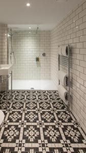 A bathroom at Linton Collection - Blackfriars Lofts