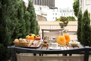 Breakfast options available to guests at Hôtel Le M