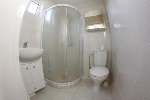 A bathroom at Elena