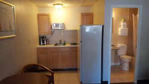 A kitchen or kitchenette at Seabreeze Motel