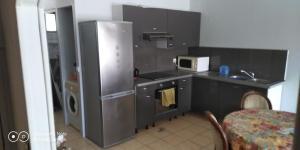 A cozinha ou cozinha compacta de soleil de Pirae