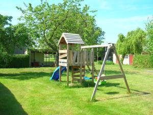 Ein Kinderspielbereich in der Unterkunft Ferienhof Bauer