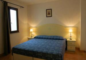 A bed or beds in a room at Sa Fiorida Appartamenti