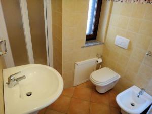 A bathroom at Sa Fiorida Appartamenti