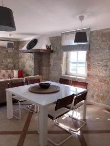 A kitchen or kitchenette at Casa Vista 1