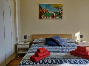 A bed or beds in a room at Eucaris Home
