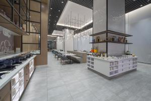 A restaurant or other place to eat at Citadines Bay City Manila - Multiple Use Hotel