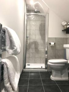 A bathroom at Edinbane Lodge