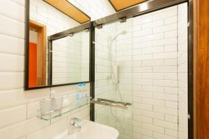 A bathroom at Lychee Sunset Hotel Cheung Chau