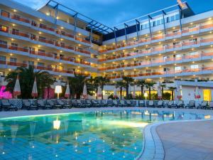 Bazén v ubytování Bibione Palace Spa Hotel nebo v jeho okolí