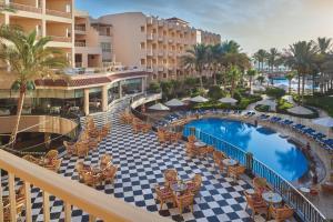 منظر المسبح في فندق سي ستار بوريفاج او بالجوار