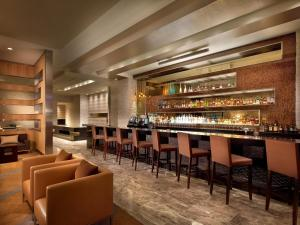 The lounge or bar area at EB Hotel Miami Airport