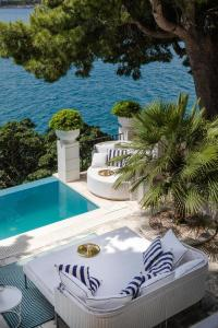A view of the pool at Villa Mey's Place On The Beach or nearby