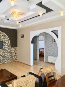 Uma área de estar em Raffles Garden Villa