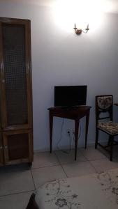 A television and/or entertainment center at Pension Giulia