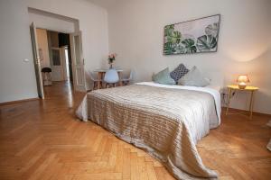 Ein Bett oder Betten in einem Zimmer der Unterkunft Nejedleho APARTMEET