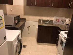A cozinha ou cozinha compacta de Alwaha apartment 2 bedrooms