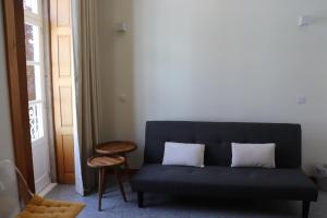 A seating area at Enjoy Viana - Guest House