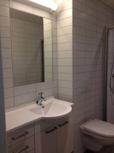 A bathroom at Sentral moderne leilighet