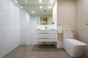 A bathroom at Quality Resort Sorrento Beach