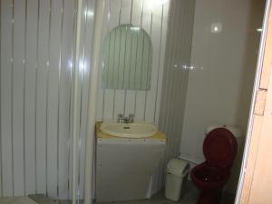 Ein Badezimmer in der Unterkunft Gana's Guest House and Tours