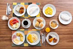 Breakfast options available to guests at Hotel Ciribaí