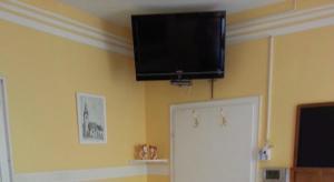 Een TV en/of entertainmentcenter bij Gästehaus zum Moseltal