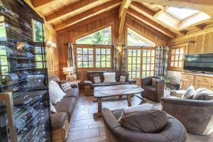 A seating area at Chalet les trois coeurs