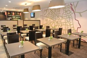 A restaurant or other place to eat at Land-gut-Hotel zur Krone
