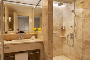 A bathroom at Mandarin Oriental, Geneva