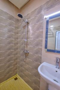 A bathroom at Hotel Central Palace