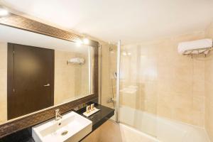 Een badkamer bij FERGUS Style Bahamas