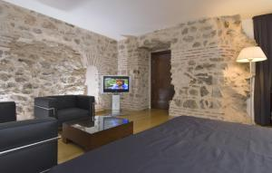 A television and/or entertainment center at Hotel Vestibul Palace & Villa - Small Luxury Hotels Of The World