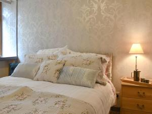 A bed or beds in a room at The Palace Cottage