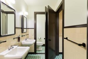 Salle de bains dans l'établissement Freehand Los Angeles