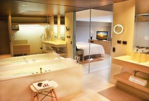 A bathroom at Los Incas Lima Hotel