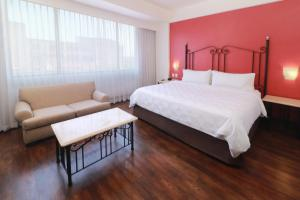 A bed or beds in a room at Holiday Inn Hotel & Suites Centro Historico, an IHG Hotel
